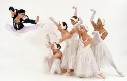 ballets-trockadero-swan-lake-01-sans-signature.jpg
