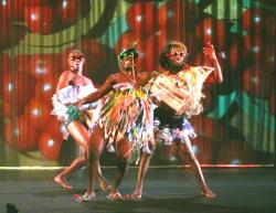 orlin-r-robyn-orlin-moving-into-dance-mophatong-05-creteil-23-10-12.jpg